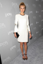 Isabel Lucas paired her dress with chic black strappy sandals by Dior.