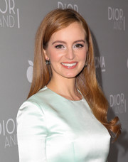 Ahna O'Reilly looked dreamy with her flawlessly styled waves at the 'Dior and I' premiere.