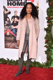 Garcelle Beauvais teamed a blush trenchcoat with a gray top and jeans for the premiere of 'Daddy's Home 2.'