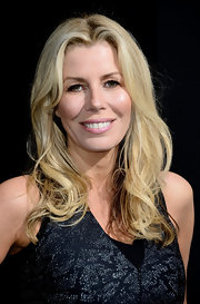 Aviva Drescher showed off her signature blonde locks with this wavy 'do and a classic center part.