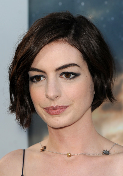 Anne Hathaway - The Coolest Celebrity Cat Eyes - StyleBistro