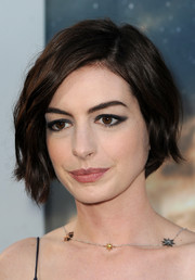 Anne Hathaway finished off her look with an edgy cat eye.