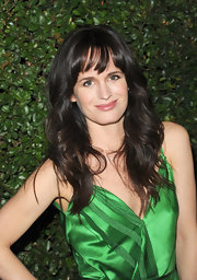 Elizabeth Reaser wore her layered cut in soft waves with bangs at the premiere of 'Young Adult.'