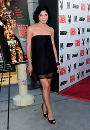 Selma looked stunning in a simple sheer overlaid mini dress with peep toe pumps.