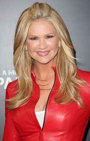 Nancy O'Dell's beauty look was simple and chic, especially with this pink lip gloss.