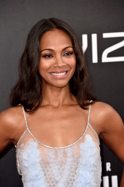 Zoe Saldana wore her hair loose, wavy, and parted down the middle during the premiere of 'Star Trek Beyond.'