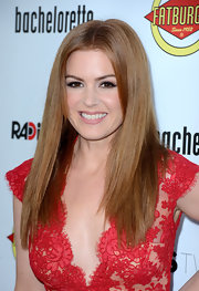 Isla Fisher blended her bangs into her shiny straight red tresses.