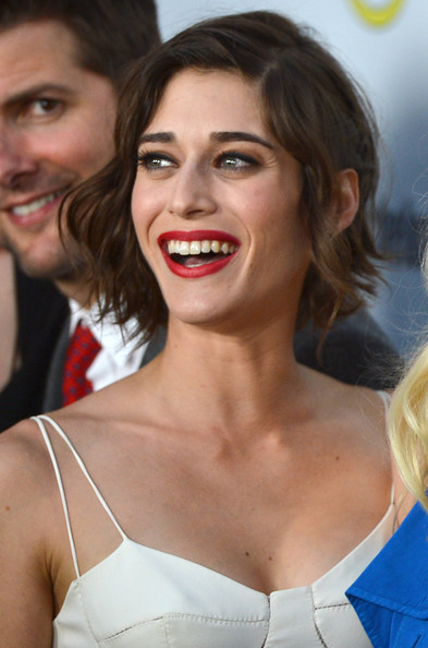 More Pics of Lizzy Caplan Red Lipstick (1 of 22) - Lizzy Caplan Lookbook - StyleBistro