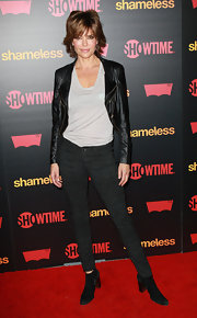 Lisa Rinna accessorized her red carpet with black suede ankle boots.