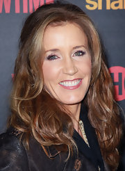 Felicity Huffman attended the premiere of 'Shameless' wearing her hair in soft tousled waves.