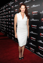 Amanda opted for a sophisticated white dress with a collar for 'The Kennedys' premiere.