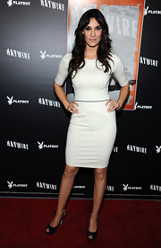This simple yet versatile white cocktail dress was form-fitting and fabulous on Daniela Ruah.