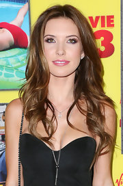 Audrina let her locks down in waterfall curls at the 'Movie 43' premiere.