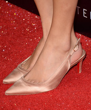 Taylor Swift opted for vintage-looking gold slingback pumps when she attended the premiere of 'Romeo and Juliet.'