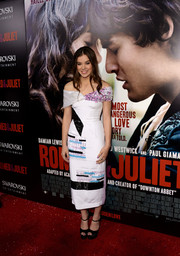 Hailee Steinfeld chose a printed off-the-shoulder dress for her 'Romeo and Juliet' red carpet look.