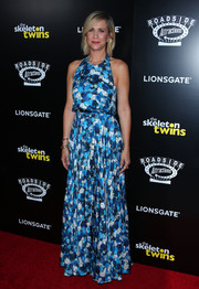 Kristen Wiig amped up the breezy vibe with a matching floral maxi skirt.