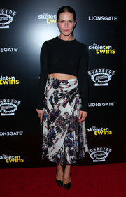 Katie Aselton joined the crop-top bandwagon with this long-sleeve black number during the premiere of 'The Skeleton Twins.'