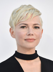 Michelle Williams attended the premiere of 'I Feel Pretty' wearing this textured short 'do, which was a cooler version of her signature pixie!