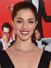 Olivia Thirlby attended the 'Wedding Ringer' premiere wearing a jaw-dropping diamond collar necklace.