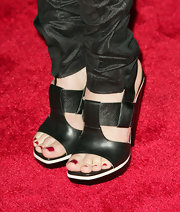 Eliza Dushku rocked a pair of cool leather strap heels. Chunky heels are a hot new trend and with footwear like this it's hard to imagine why not.