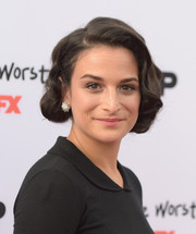 Jenny Slate polished off her look with a pair of oversized sunburst studs.