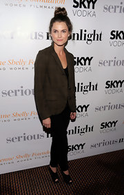 Keri Russell polished off her ensemble with a pair of black peep-toes.
