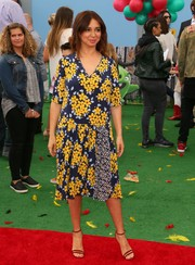 Maya Rudolph completed her attire with chic strappy sandals.