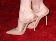 Greta Gerwig stepped out in nude mules at the 'Damsels in Distress' premiere. Pumps have never looked so sexy!