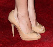 Aubrey Plaza attended the premiere of 'Damsels in Distress' wearing simple neutral peep-toes.