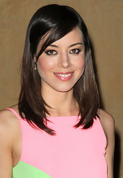 Aubrey Plaza sported a cool layered cut with side-swept bangs when she attended the 'Damsels in Distress' premiere.