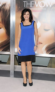 Wendy Crewson wore this black and blue silk shift dress for the Hollywood premiere of 'The Vow.'