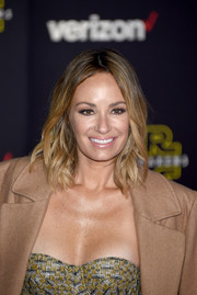 Catt Sadler wore her hair in piecey waves with a center part at the 'Star Wars: The Force Awakens' premiere.