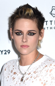 Kristen Stewart finished off her look with Cleopatra-inspired eye makeup.