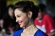 Ashley Judd looked sweet and glam with her pinned-up ringlets at the 'Divergent' premiere.