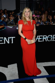 Kate Winslet went for simple sophistication at the 'Divergent' premiere in a red SAFiYAA evening dress with shoulder cutouts and cap sleeves.