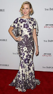 Naomi looked so romantic in her floral mermaid gown at the premiere of 'The Impossible' in Hollywood.