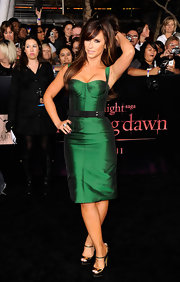 Jennifer Love Hewitt topped off her hunter green cocktail dress with shiny gold platform sandals.
