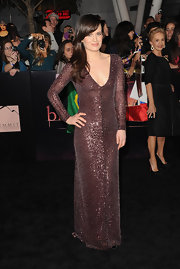 Elizabeth Reaser shined on the black carpet of the 'Breaking Dawn' Los Angeles premiere. We loved the elegance of Elizabeth's floor-grazing beaded gown. The design featured long sleeves and a deep-v—a simple silhouette to let the shimmering fabric work it's magic.