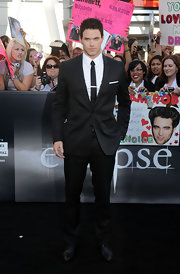Kellan looked chic in a classic black suit with patent oxfords and a messy hairstyle.