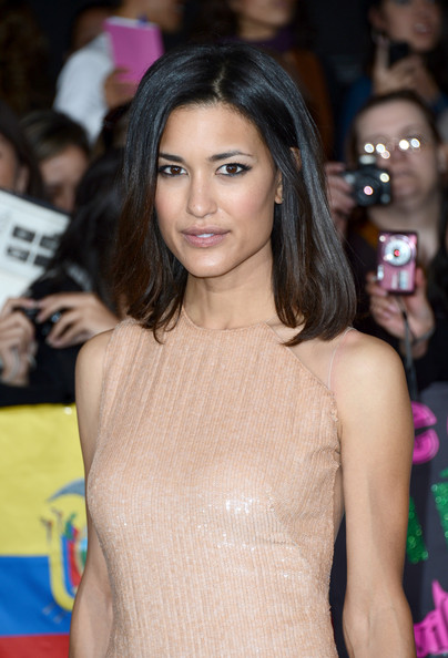 More Pics of Julia Jones Mid-Length Bob (1 of 9) - Mid-Length Bob Lookbook - StyleBistro