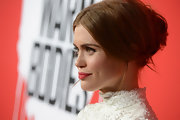 Holland Roden complemented her vintage-inspired lace dress with an equally elegant, Victorian-esque hairstyle at the 'Warm Bodies' premiere.