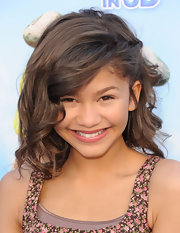 Zendaya's hair was styled in a very deep part for the 'Gnomeo and Juliet' premiere.
