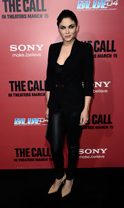 Jodi Lyn O'Keefe looked edgy and cool in black at 'The Call' premiere in these black leggings.