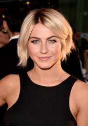 Julianne Hough wore her hair in a bob with an off-center part at the premiere of 'Let's Be Cops.'