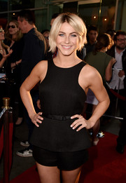 Singer Julianne Hough wore a cute black romper to the 'Let's Be Cops' premiere.