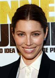 Jessica Biel wore a low-key center-parted bun and natural makeup to the 'Runner Runner' premiere in Las Vegas.