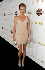 Rebecca Romijn looked stunning in this glittering cocktail dress for the 'Good Deeds' premiere.
