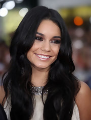 Vanessa showed off her long flowing curls while hitting the premiere of 'Charlie St. Cloud'.