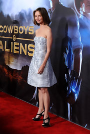 Calista Flockhart looked summery at the premiere of 'Cowboys and Aliens' i a darling gingham print dress that she accessorized with sparkly black cutout sandals.