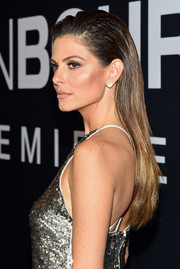 Maria Menounos wore her long hair loose in an edgy gelled style for the premiere of 'Jason Bourne.'